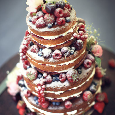 Fashionable naked cake photography by Martin Vaughan