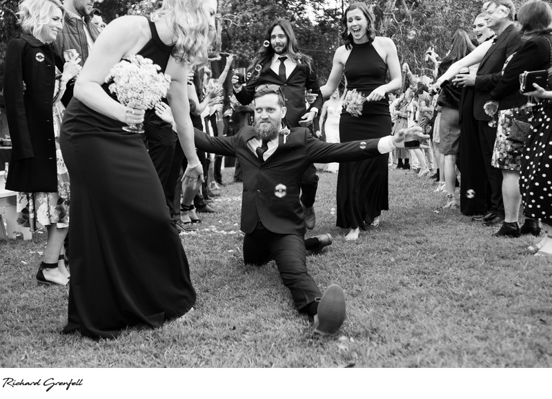 Groomsman does the splits