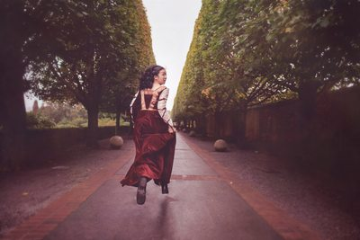 Chicago fine art photographer chicago botanic garden fine art portrait session woman dressed in renassance gown in garden