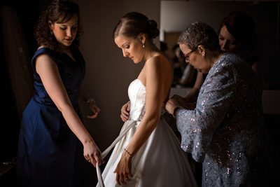 Bride Getting Ready Tresca