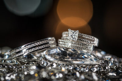 Wedding rings on Diamonds