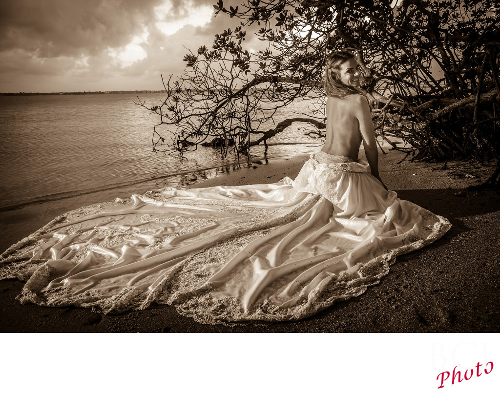 Fantastic Florida Wedding photographer from The House of Refuge
