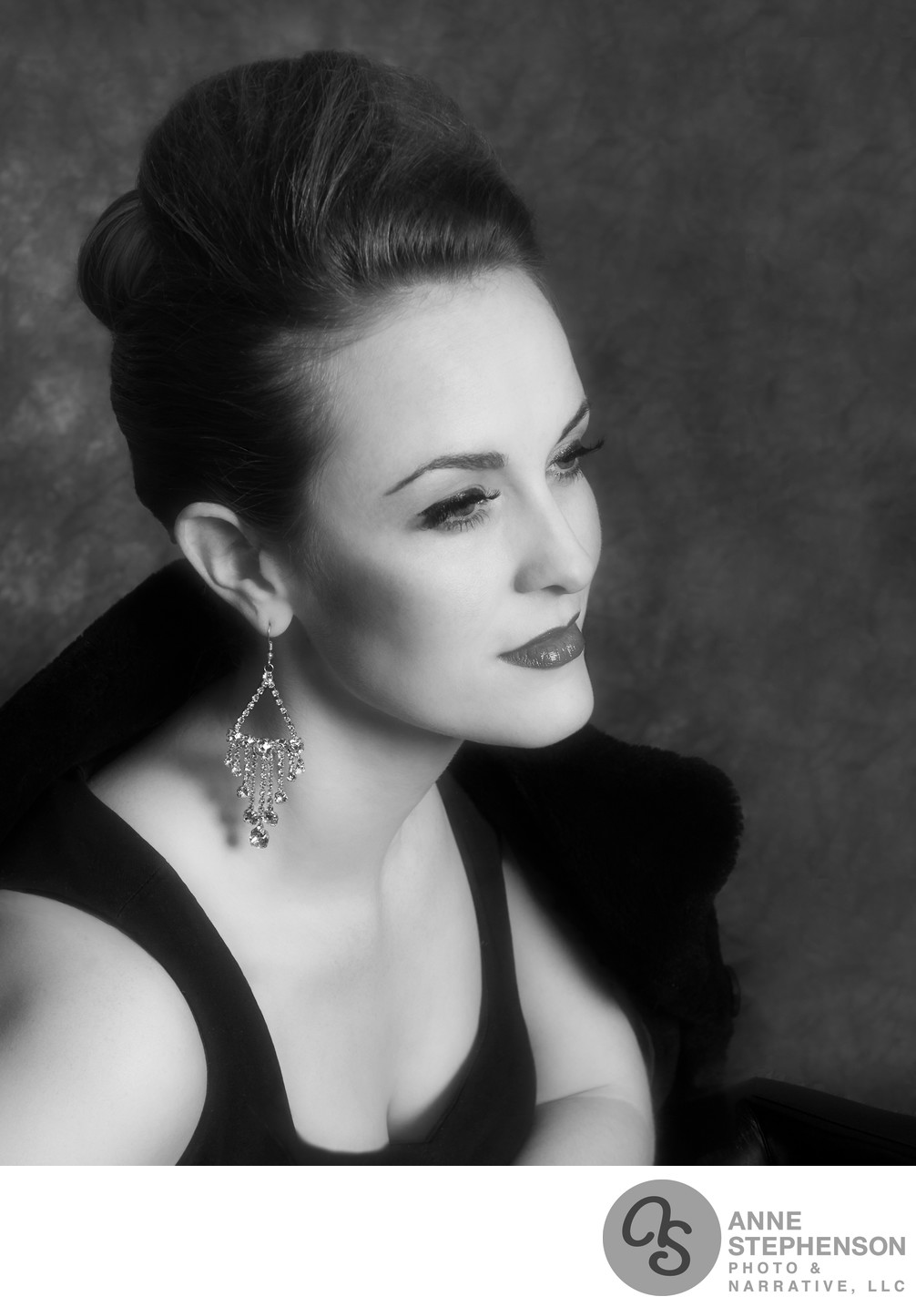 Hollywood Glamour Style Beauty Portrait in Black and White
