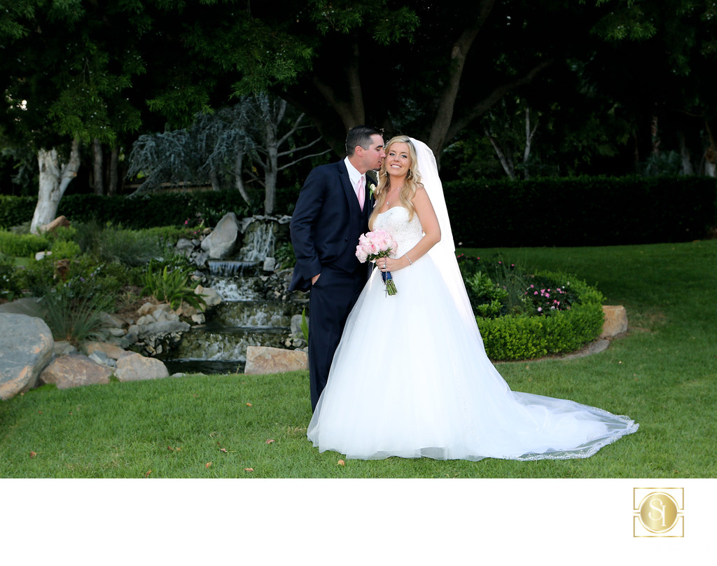 Best wedding photographer for Grand Tradition Estate and Gardens