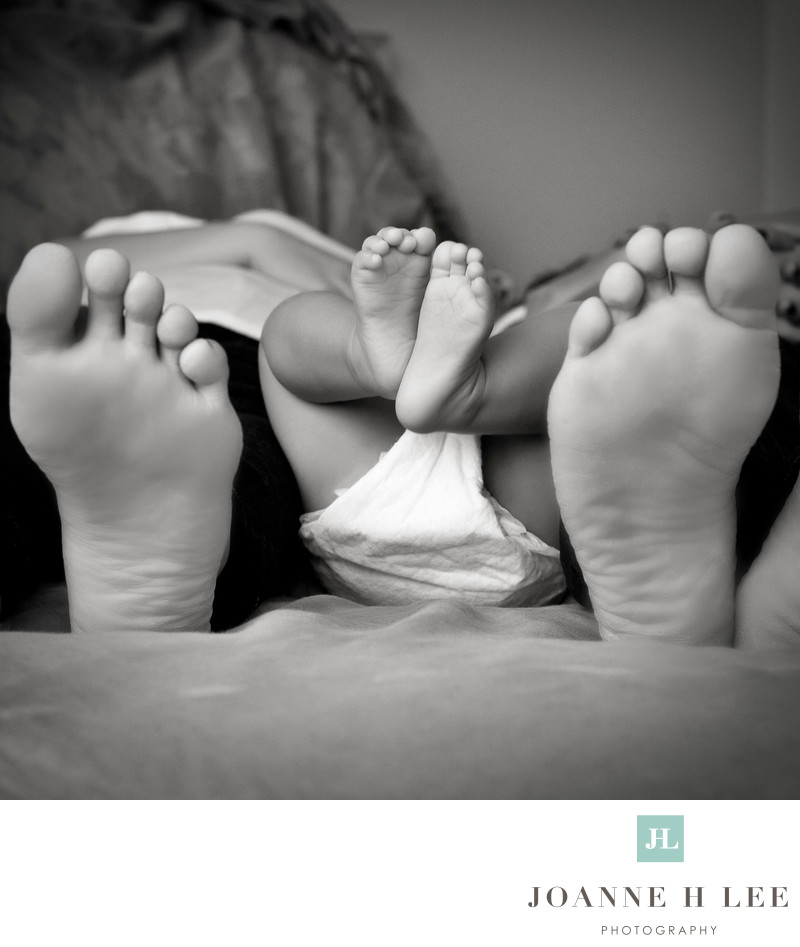 mom dad baby feet photo