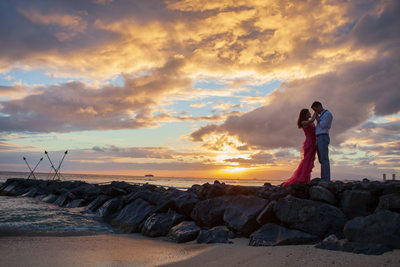Dramatic pre-wedding portrait in Waikiki