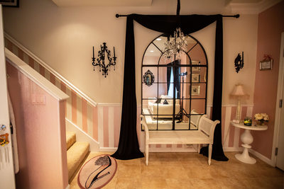 entranceway to The French Boudoir studio