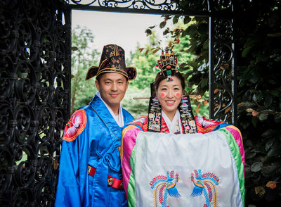 Wedding couple in Korean wedding hanbok