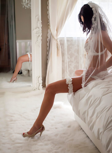 Sexy San Jose bridal boudoir photo session
