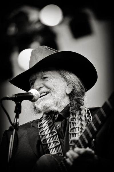 Willie Nelson Sings At Luxury Dallas Wedding