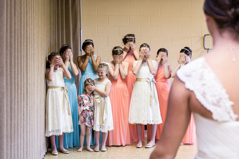 Unique Wedding Photographer: Bridesmaids First Look at Bride