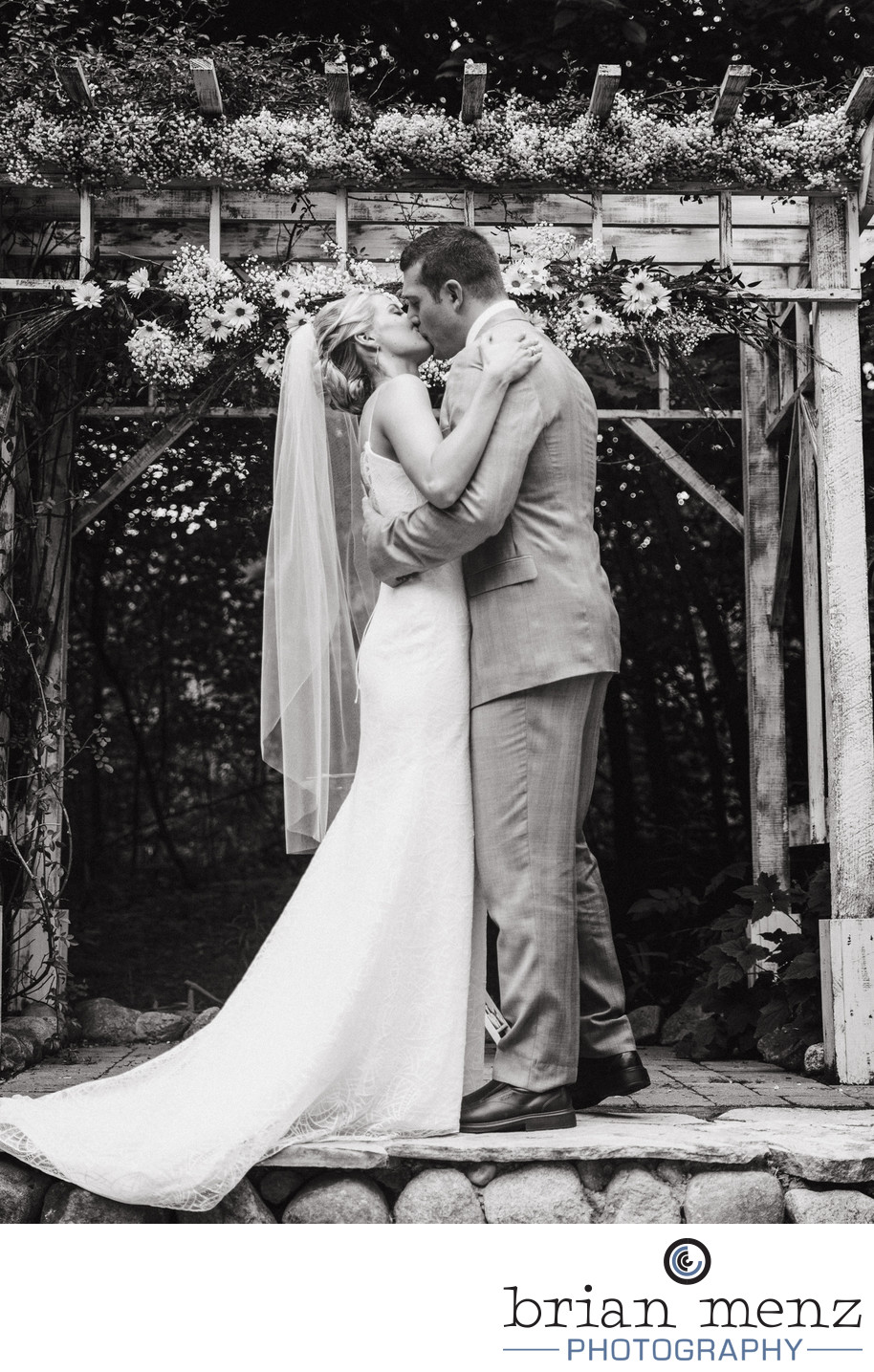 Mill-Creek-Barn-Wedding-Photography-first-kiss