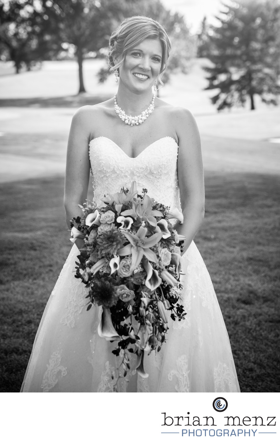 bride-wedding-day-dress-flowers-gull-lake-country-club