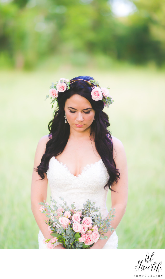 Texas Wedding photographer isolates bride, background