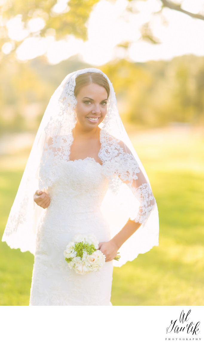 Texas Wedding Photographer Uses Sun and Veil to the Max