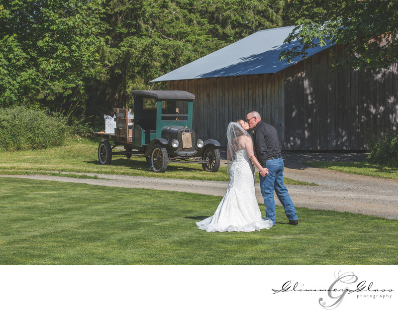 Country Kiss Seattle Wedding Photography