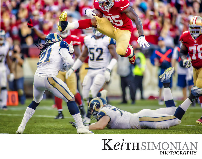 San Francisco 49ers Vernon Davis Hurdles for Touchdown