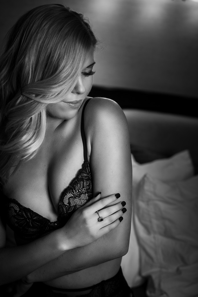 Boudoir in black and white