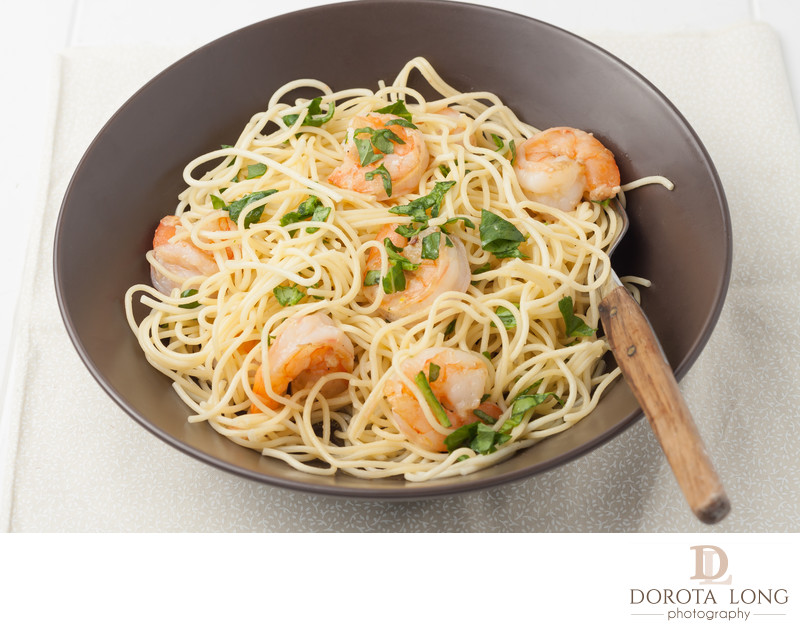 a bowl of shrimp scampi