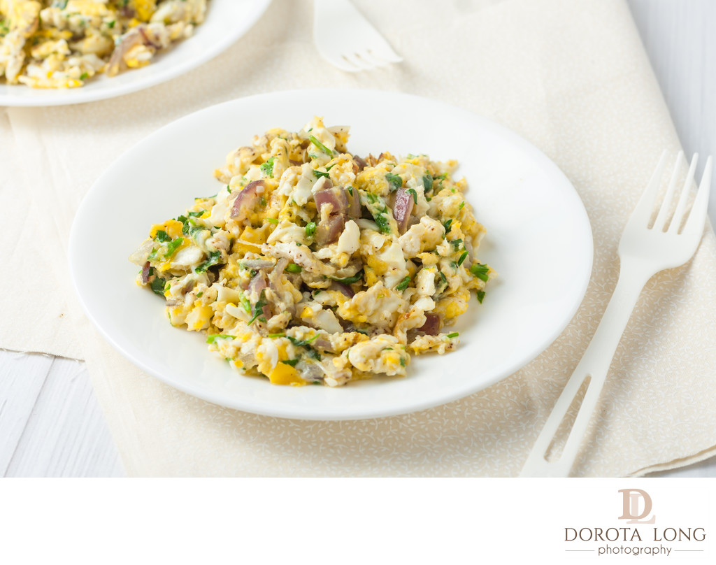scrambled eggs with red onion and herbs