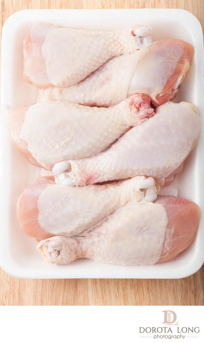 uncooked chicken drumsticks