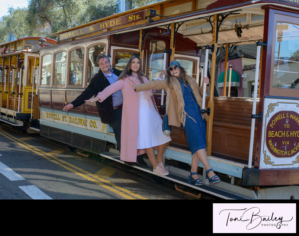 Cable Car wedding photography in San Francisco