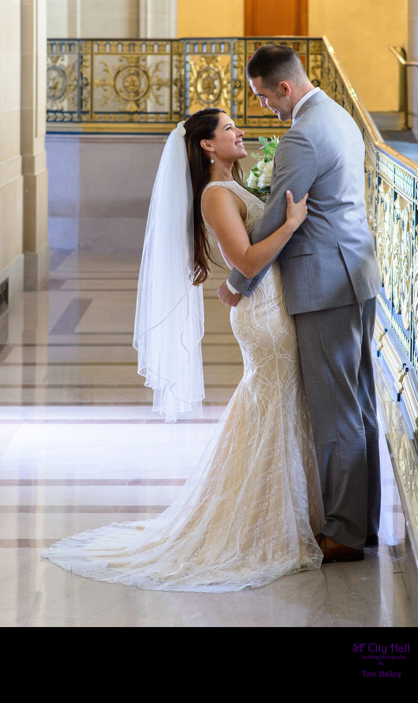 Best San Francisco City Hall Wedding Photographer - Gorgeous Veil