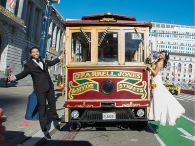 sf wedding cable car photo fun