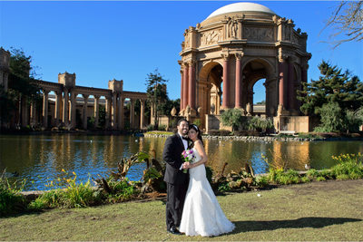 iconic wedding photo at palace of fine arts