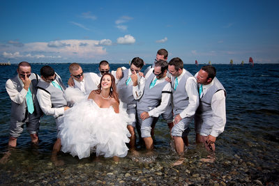 Fun Picture of the Bride and Groomsmen