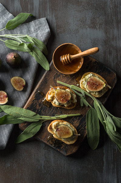 Figs, blue cheese and honey on crostini