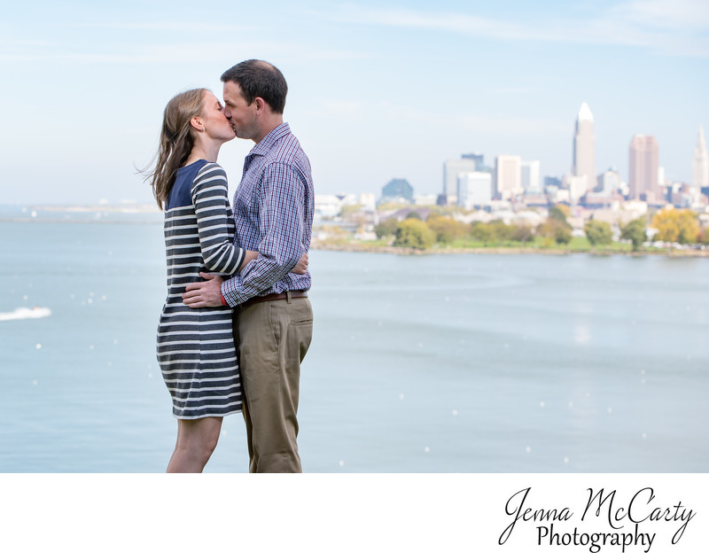 couple kissing by lake erie in Edgewater park