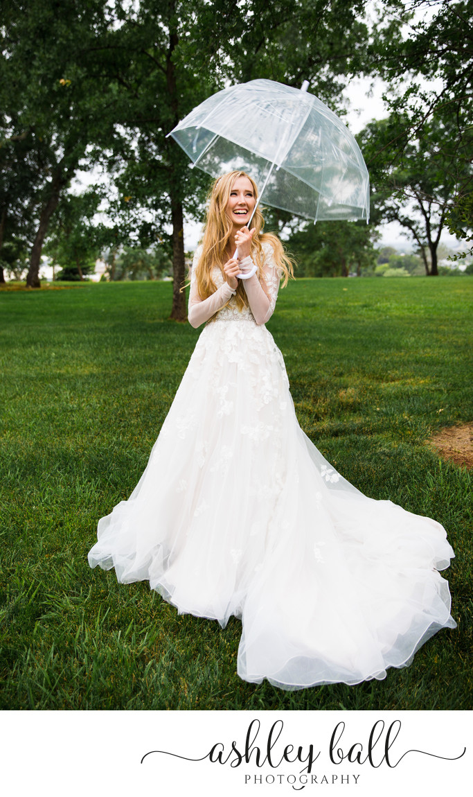 Bridal portrait in the rain at the Sacramento Temple