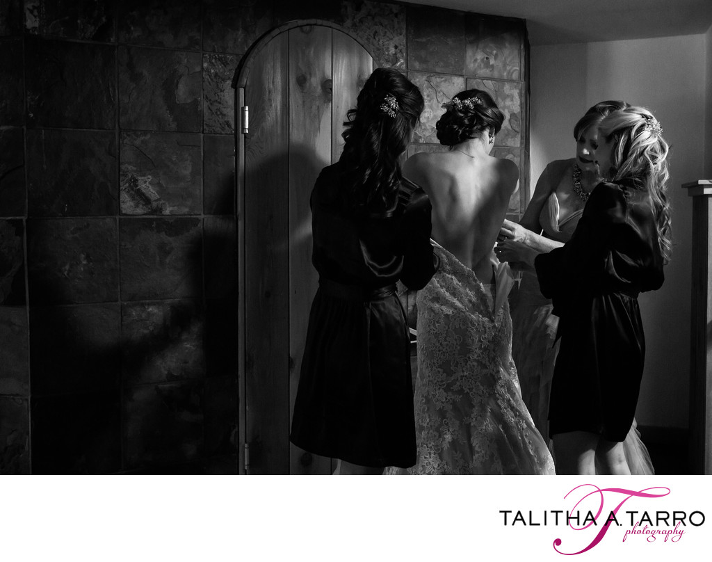 Black and white photo of the bride and bridesmaids