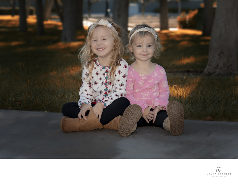 Las Vegas Family Photographer sisters at a park