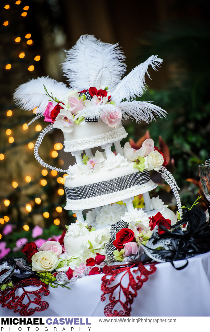 Maison Dupuy Wedding Cake Table