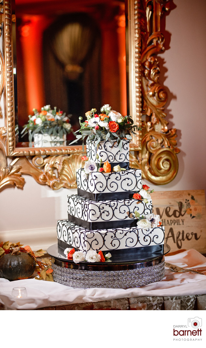 Best Lucien's Manor Wedding Cake Photographer