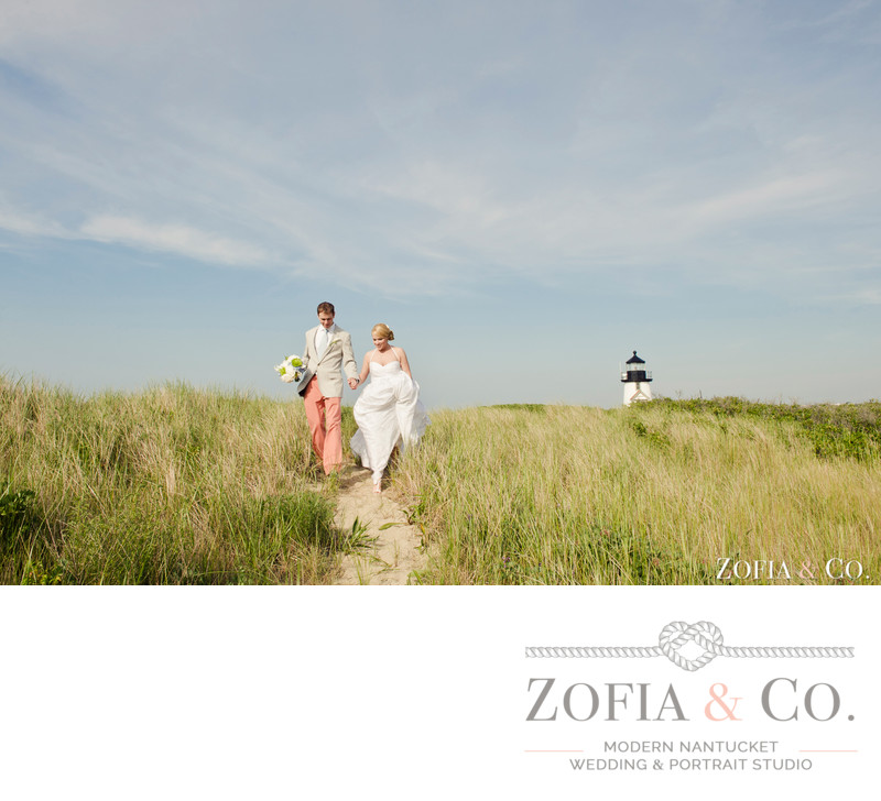 wedding couple at brant point lighthouse