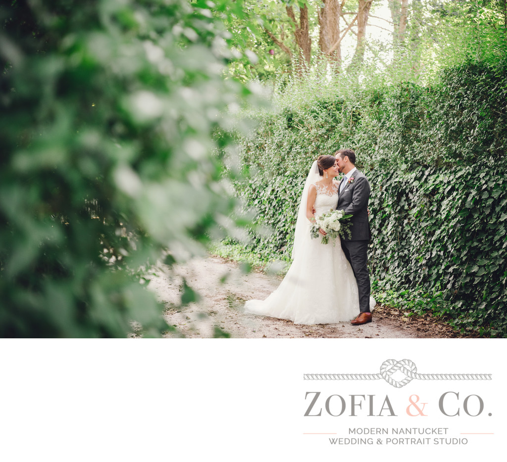 nantucket hedges wedding couple