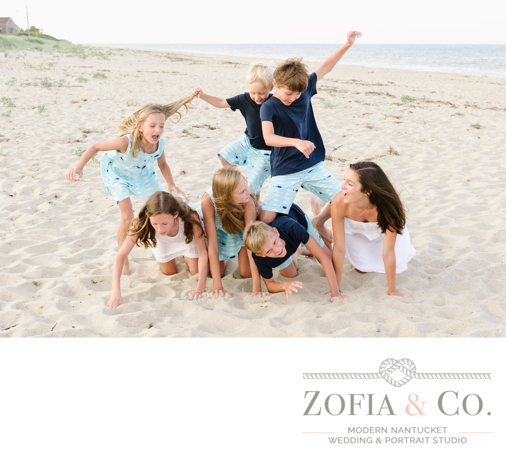 candid beach portraits in sconset