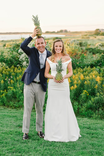 wedding couple with pineapples wauwinet nantucket