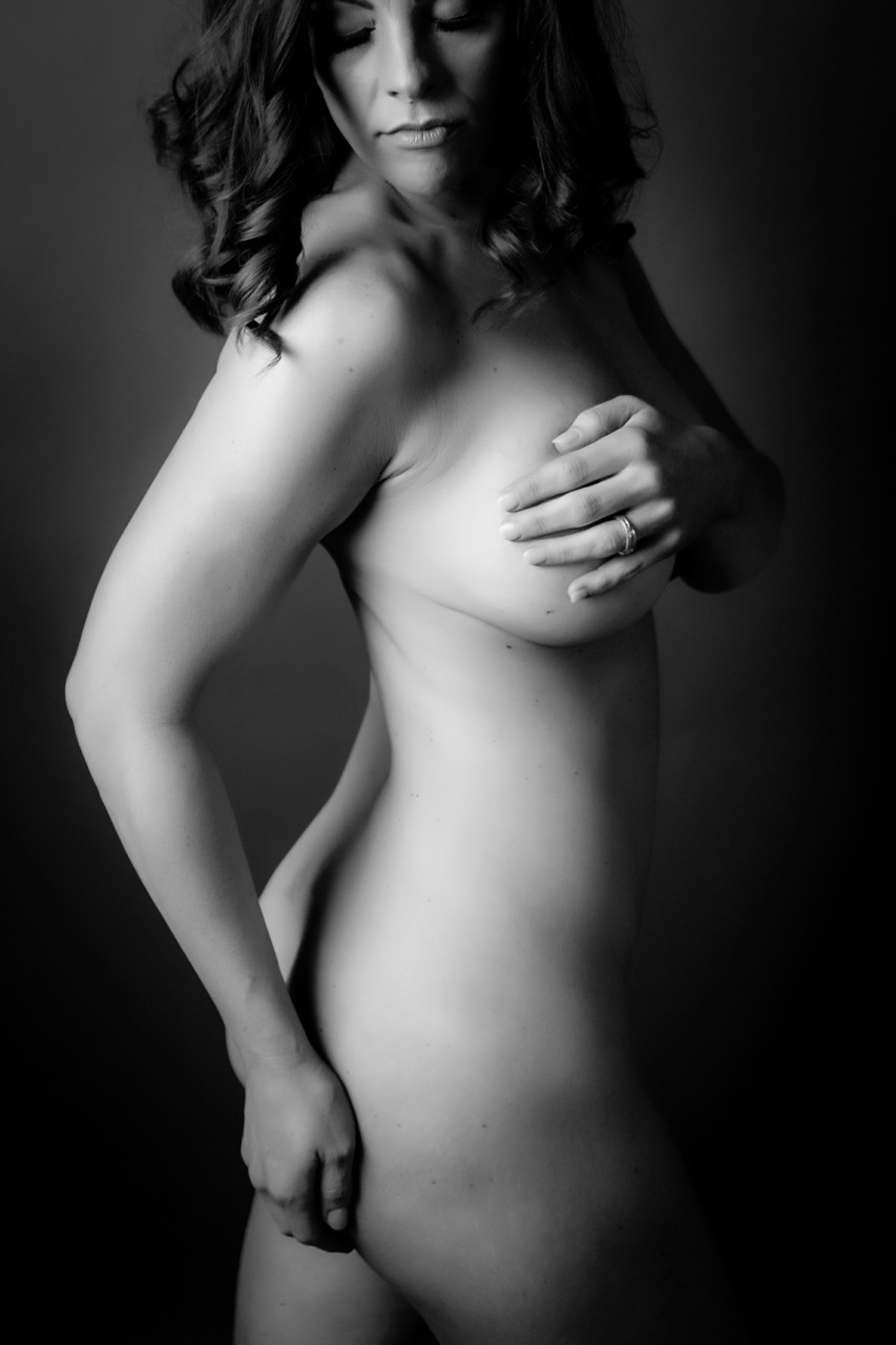 Woman's artful nude photos in black and white