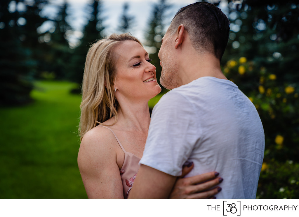 Portrait Session Kiss at the Acreage