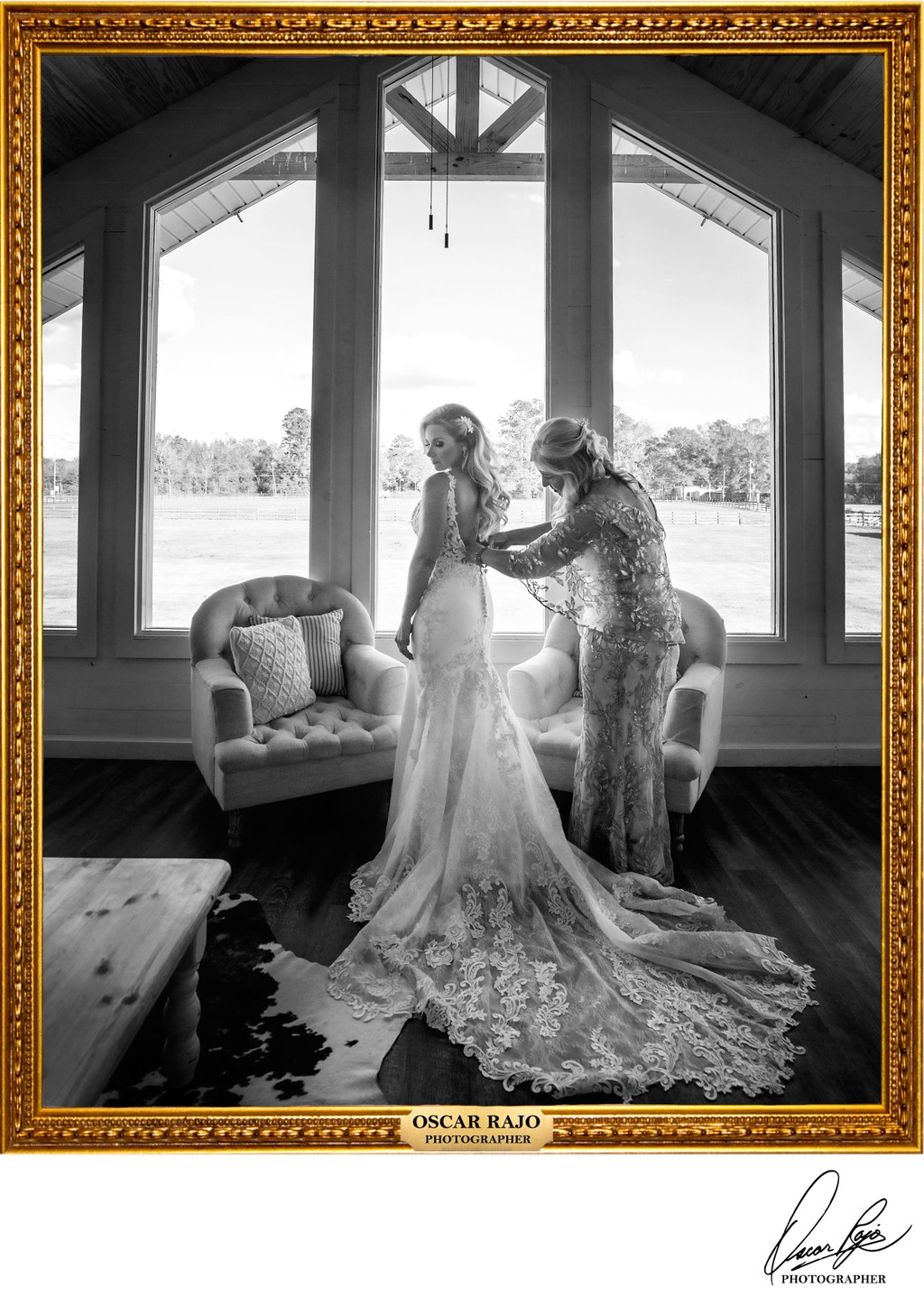 Berry Barn, bride and mother, wedding photographer