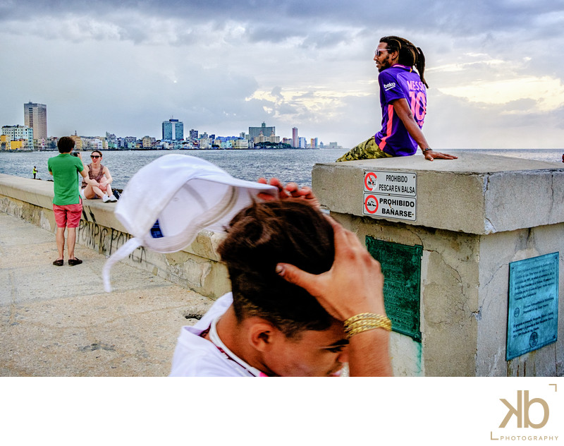 Coming and Going on La Malecon