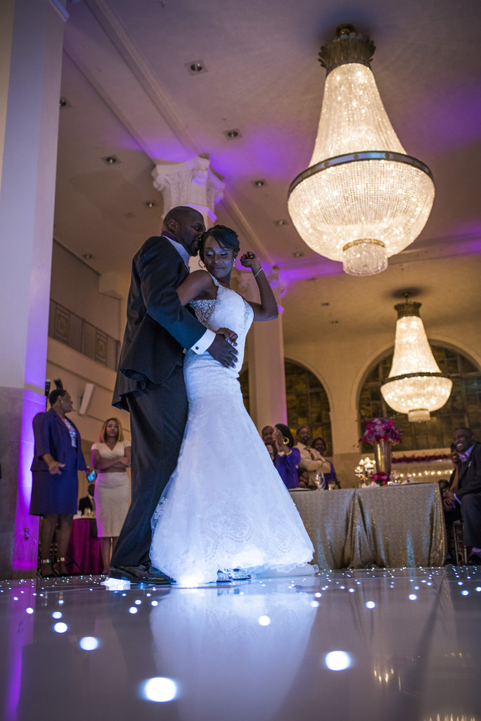 200 Peachtree Atlanta Wedding Photographer Couple 1st dance