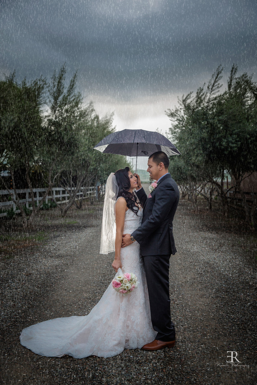 Rainy wedding photo Tracy California winery