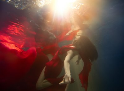 bay area underwater photographer senior portraits