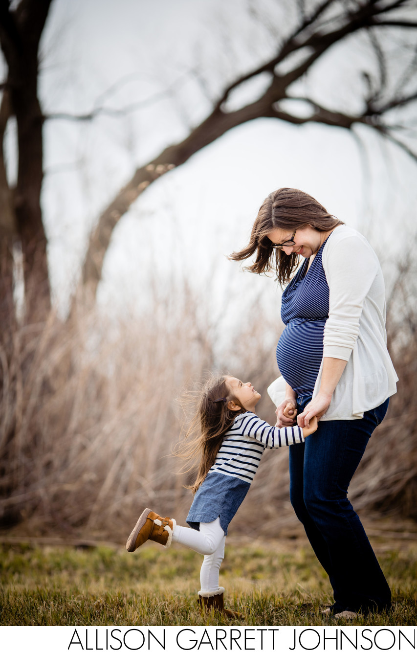 Maternity photos with daughter