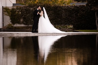 Newlyweds at Barnes Foundation Reflecting Pool